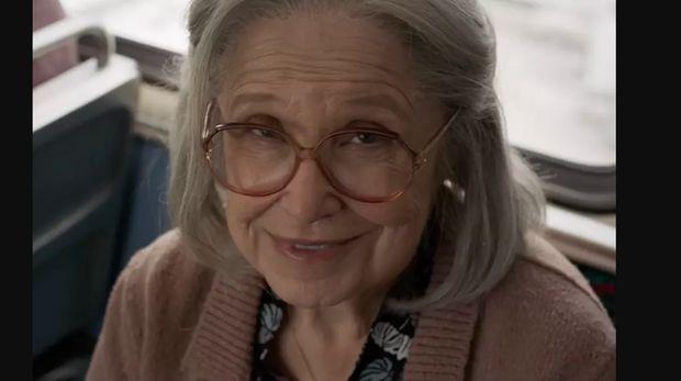 Di Balik Adegan Captain Marvel Meninju Seorang Nenek di Trailer