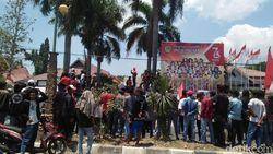 Harga Bawang Merah Anjlok, Petani di Bima Demo hingga Ricuh