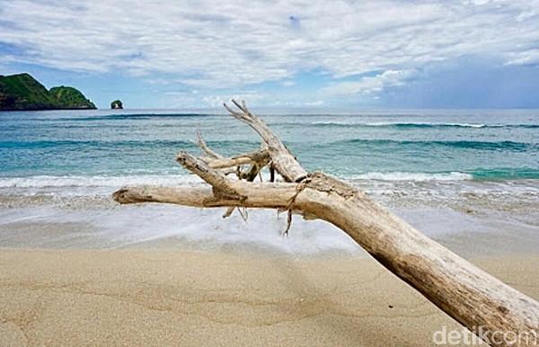 Lokasinya berjarak sekitar 15 kilo meter dari Pantai Kuta menuju arah timur. Selain bisa terapi, traveler juga akan disuguhi pemandangan yang cantik. (Harianto/detikTravel)