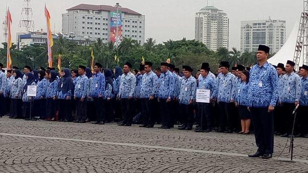 Anies berpesan agar para PNS meneladani perjuangan warga Indonesia di masa perjuangan dahulu.