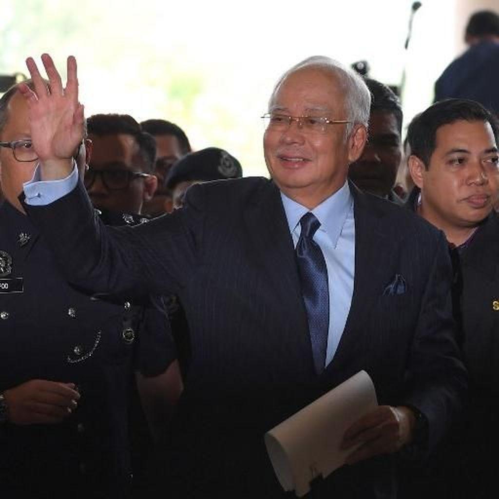Dijerat 25 Dakwaan Terkait Transfer Dana 1MDB, Najib Menyangkal