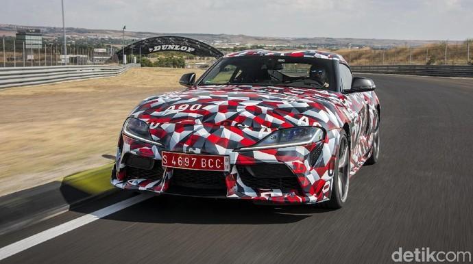 Aksi Raja Toyota di Sirkuit