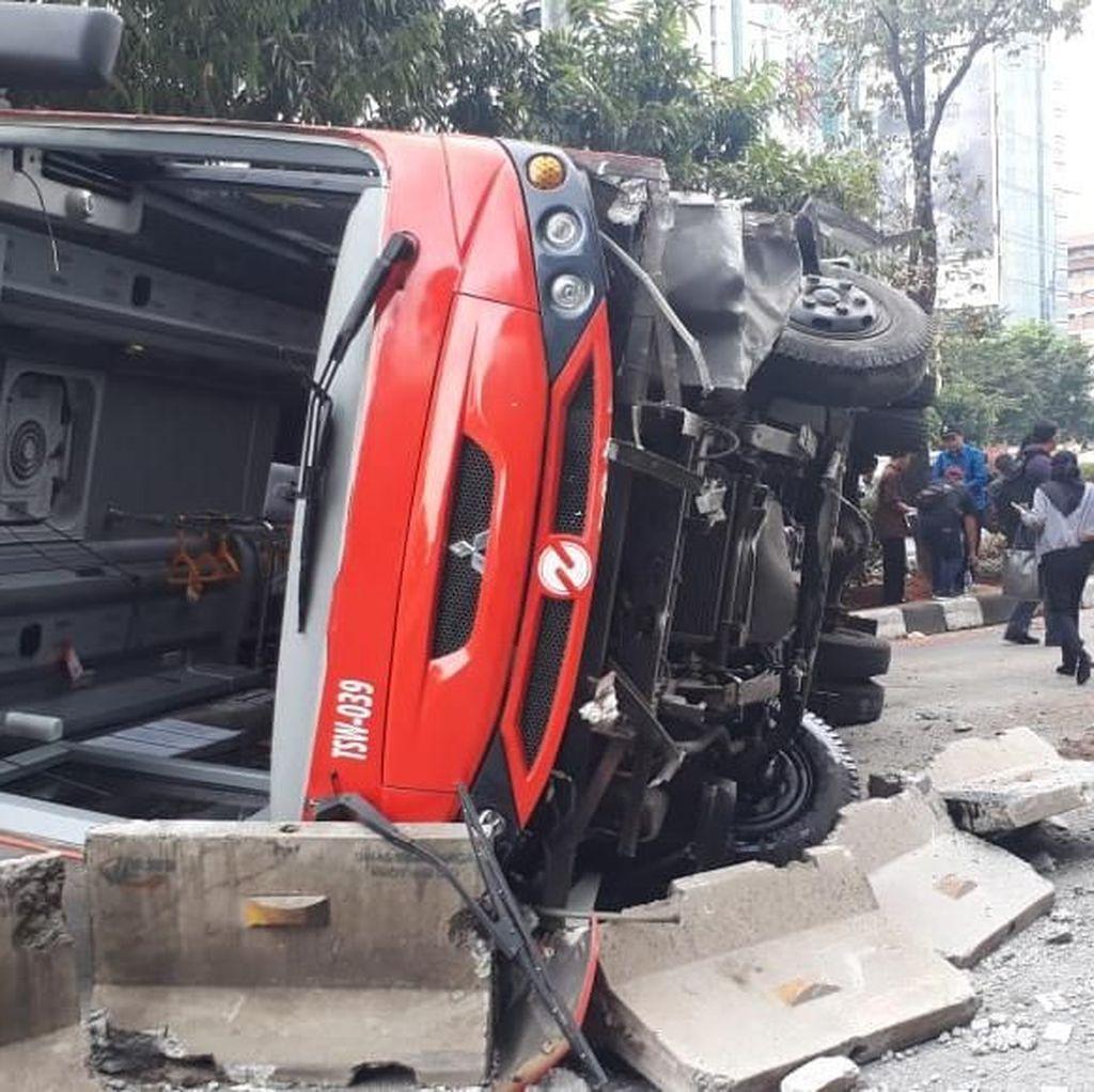 Cerita Penumpang soal Detik-detik Minitrans Terguling di Jl Gatsu