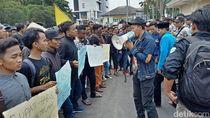 Mahasiswa Jember Demo Tolak Izin Pertambangan di Blok Silo