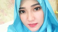 Cantiknya Via Vallen Saat Pakai Hijab, Bikin Pangling