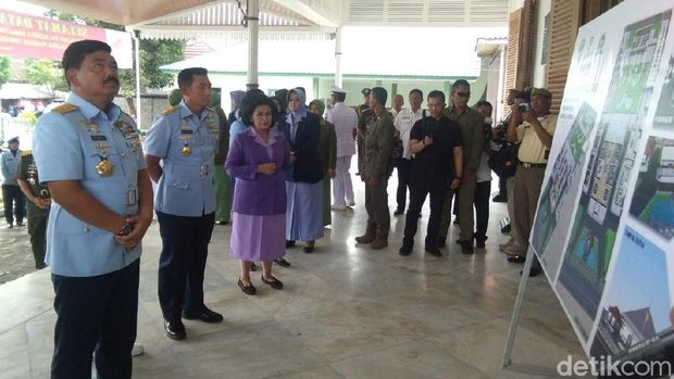 Panglima TNI Marsekal Hadi Tjahjanto di museum Jenderal Sudirman di Yogyakarta.
