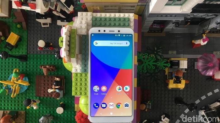 Xiaomi memperkenalkan Mi A2 di Indonesia sekaligus memberi komparasi dengan Samsung A8 dan iPhone 8 Plus (Foto: Agus Tri Haryanto/detikINET)
