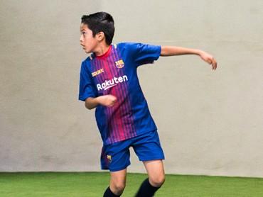 Semangat, Nak! Kamu pasti bisa mengikuti jejak Lionel Messi, he-he-he. (Foto: Instagram/gotroysports)