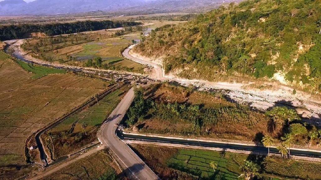 Jokowi Gelontorkan Rp 5 T untuk 1.067 Km Jalan Perbatasan