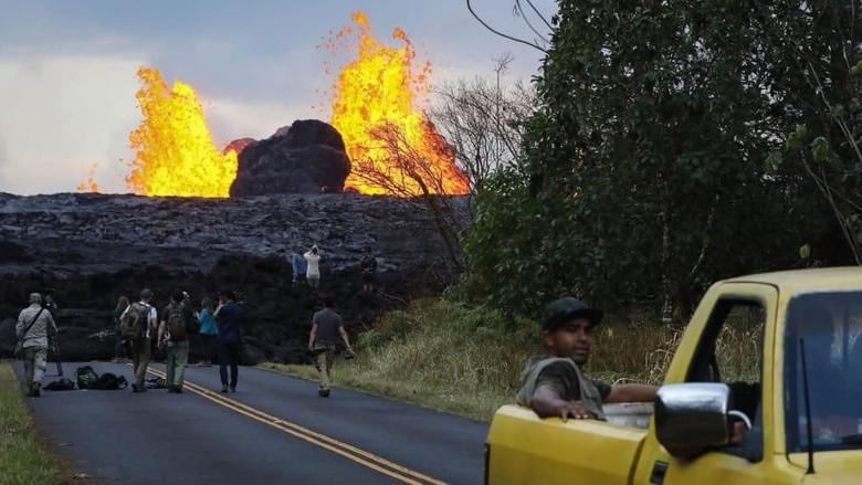 Foto: Wisatawan di Gunung Kilauea (CNN Travel)