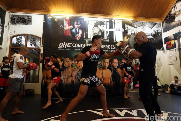 Para petarung mixed martial arts (MMA) berlatih di Muaythai Gym, Jalan Daksa 1, Kebayoran Baru, Jakarta Selatan, Kamis (20/9/2018).