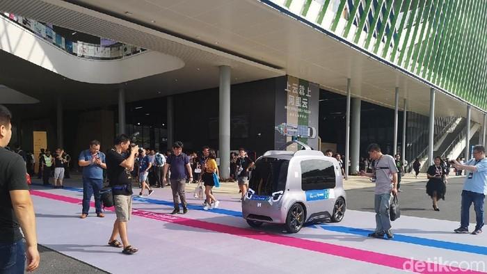 Mobil otonom pengantar barang. Foto: detikINET/Rachmatunnisa
