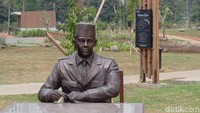 Ada 7 patung presiden yang berbahan perunggu karya seniman Purjito asal Yogyakarta. Mulai dari presiden pertama Bung Karno yang tengah duduk. Foto: Tia Agnes/ detikHOT