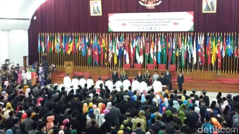 Lantik 6 Kepala Daerah, Ridwan Kamil Ingatkan Soal Integritas