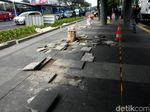 Trotoar Rusak di Depan Ratu Plaza Diperbaiki