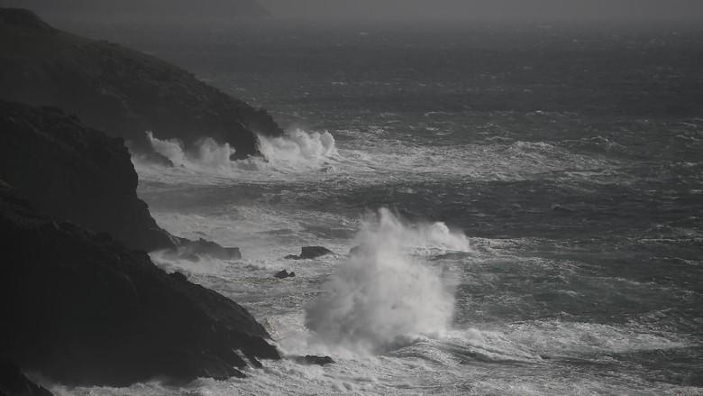 Badai Ali Terjang Inggris dan Irlandia, 2 Orang Tewas