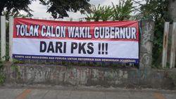 PKS Minta Satpol PP Copot Poster Tolak Wagub DKI dari Partainya