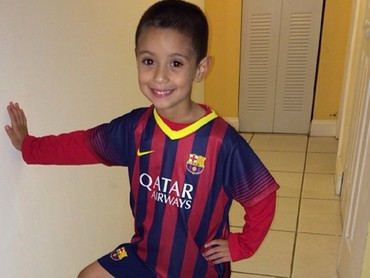 Ayo, Bun, aku udah siap latihan pakai jersey Barcelona nih. (Foto: Instagram/nella0527)