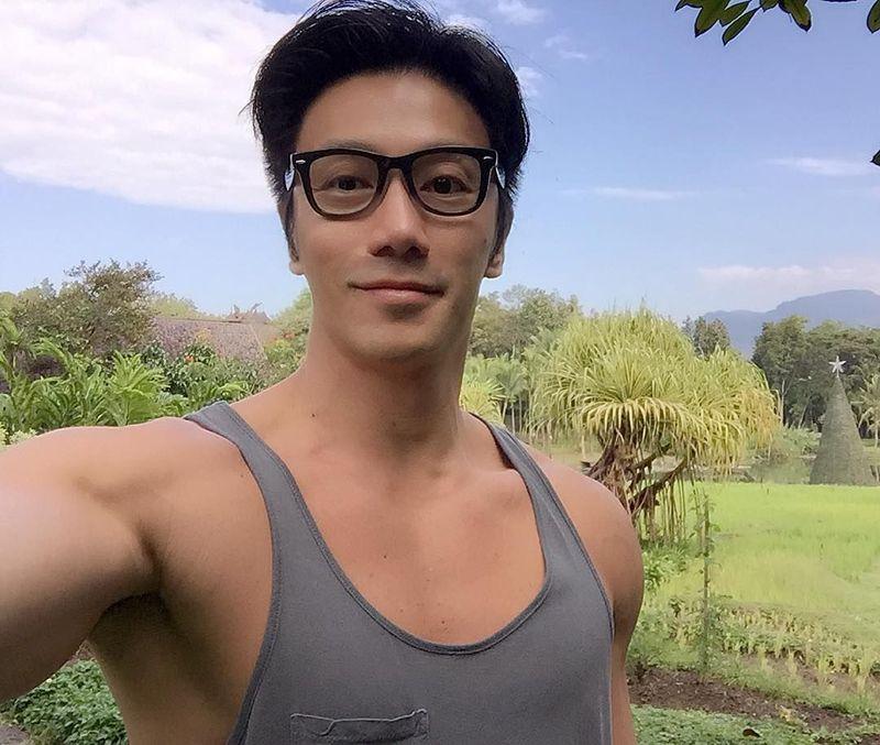 Chuando Tan adalah pria tampan asal Singapura. Pernah jadi model, Chuando kini bekerja menjadi fotografer dan suka jalan-jalan (chuando_chuandoandfre/Instagram)