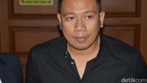 Wew.. Vicky Prasetyo dan Billy Syahputra Mandi Buang Sial Bareng