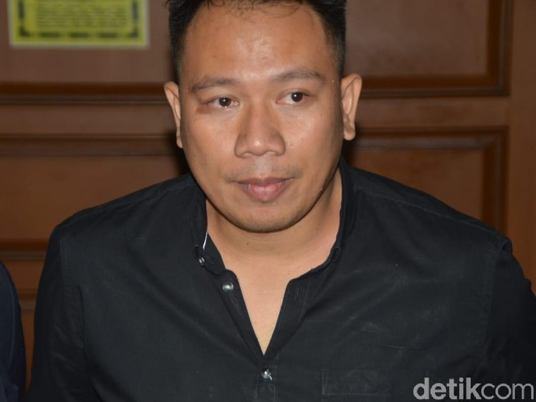 Sidang Cerai Perdana Berikan Pembuktian, Vicky Prasetyo Tak Hadir