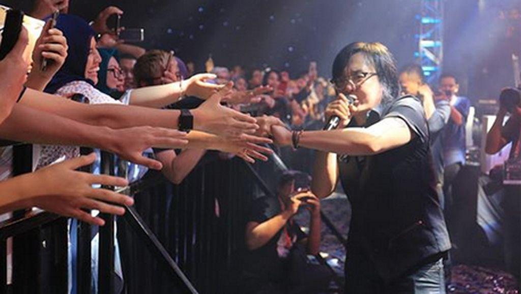 Bernaung 23 Tahun Bersama Label, Kini Ari Lasso Bikin Album Indie