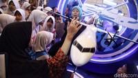 Stand R80 berada di posisi paling depan Bekraf Habibie Festival yang terselenggara mulai 20 hingga 23 September 2018 JIExpo Kemayoran, Jakarta Pusat.