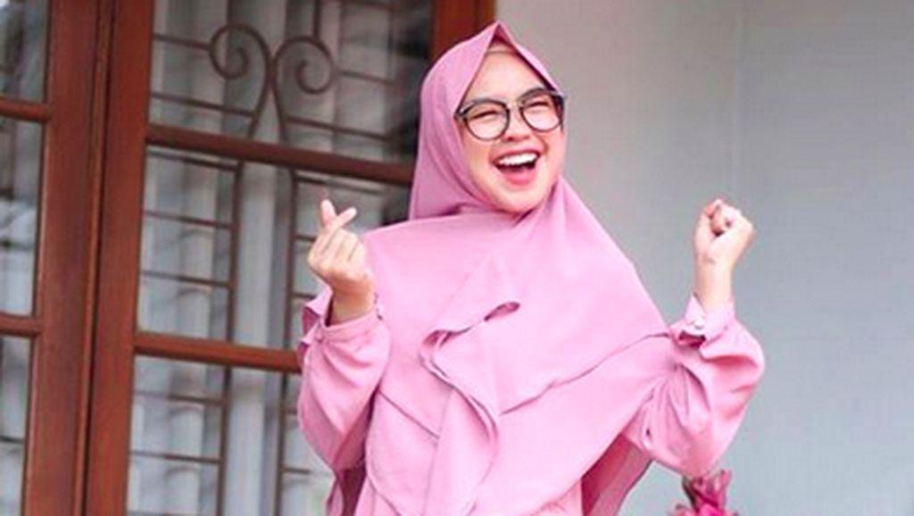 Vlog Seharian Bareng Jokowi Trending Nomor 1, Ria Ricis Bersyukur Banget