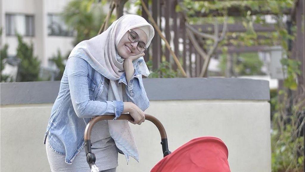 Aaww Cute! Warna Mata Putra Zee Zee Shahab Bikin Netizen Kagum