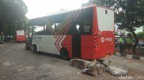 Video: Bus Minitrans Terguling di Jl Gatot Subroto
