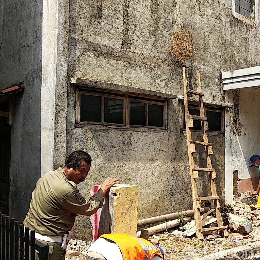 Akses Jalan Ke Rumah Pak Eko Mulai Dibangun