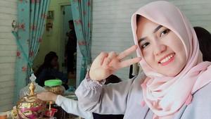 Foto Kenakan Hijab, Via Vallen Banjir Pujian