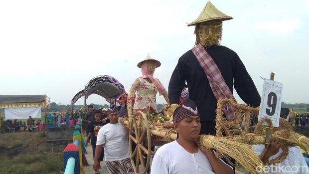 Wong-wongan sawah ikut dikirab dalam acara ini.