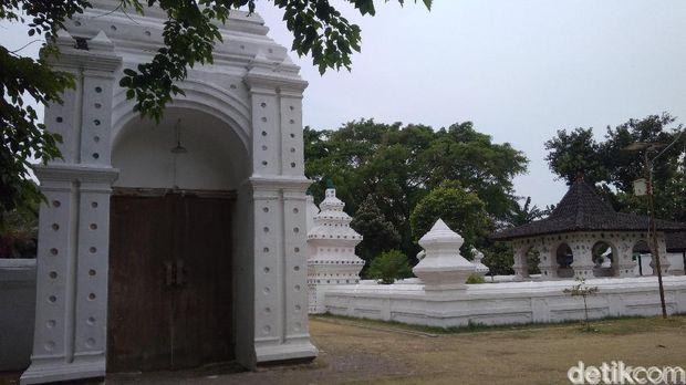 Si Blawong, Gerbang Penghubung Alam Nyata dan Gaib di Keraton Kanoman Cirebon