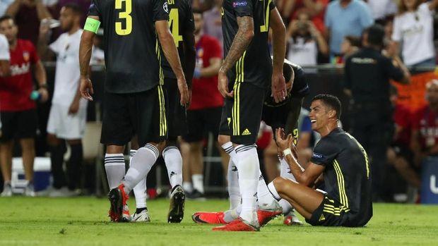 Cristiano Ronaldo sangat kecewa ketika ia menerima kartu merah langsung.