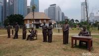 Soeharto yang tampak gagah mengenakan pakaian khas Jawa. Foto: Tia Agnes