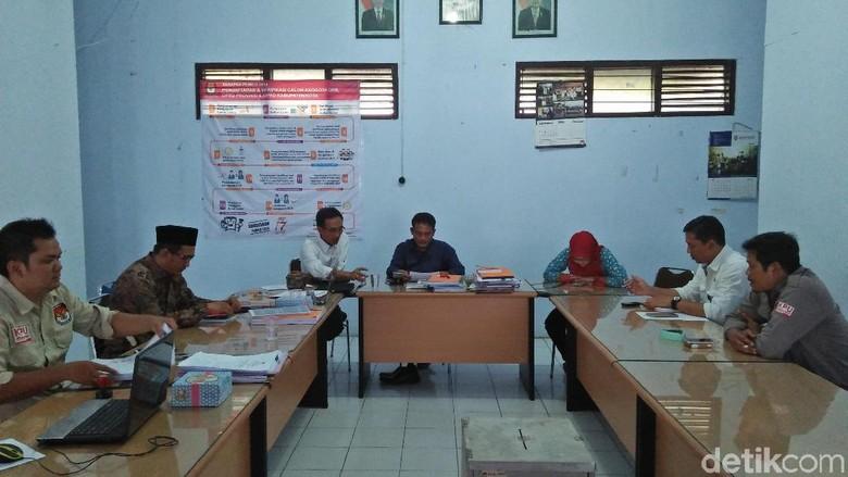 KPU Rembang Coret 8 Nama Bacaleg