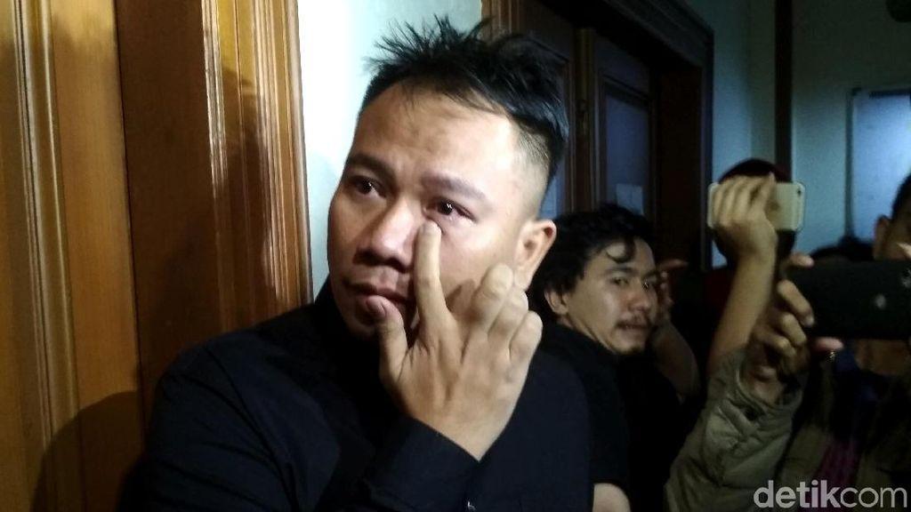 Hiks, Vicky Prasetyo Tersedu Daftar Gugatan Cerai ke Angel Lelga