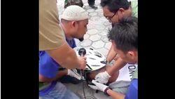 Viral Video Cara Buka Helm Korban Kecelakaan, Ada Tekniknya Lho!