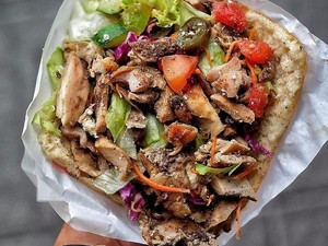 Gurih Menggoda! 10 Doner Kebab Turki Dalam Gulungan