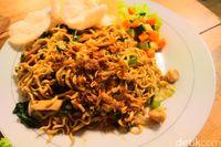 Kopi Bang Alay: Bisa Ngopi Enak dan Makan Nasi Berlauk Komplet 24 Jam