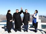 Kala Dua Pemimpin Korea Berwisata Bersama