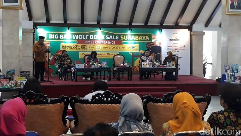 Big Bad Wolf Gelontor Ratusan Buku untuk Perpusdes di Malang