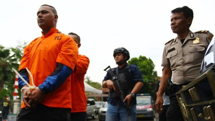 Finalis Indonesia Idol 2008 Dede Richo diduga menjadi pelaku pencurian. ANTARA FOTO/Muhammad Iqbal/ama/18
