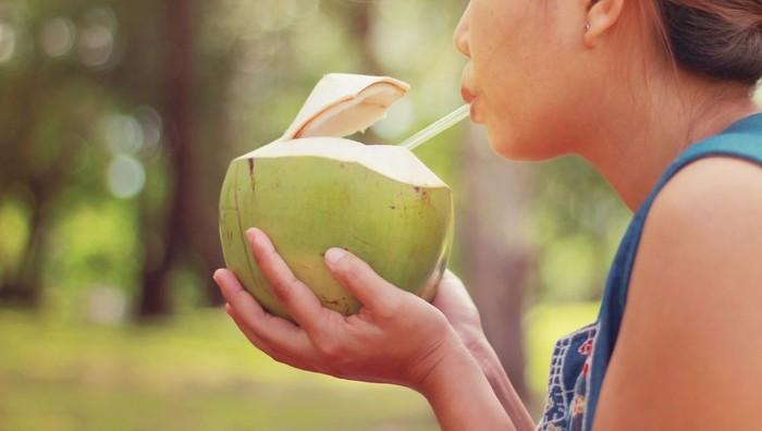 Jaga Kesehatan Ginjal dengan Rutin Konsumsi Air Kelapa