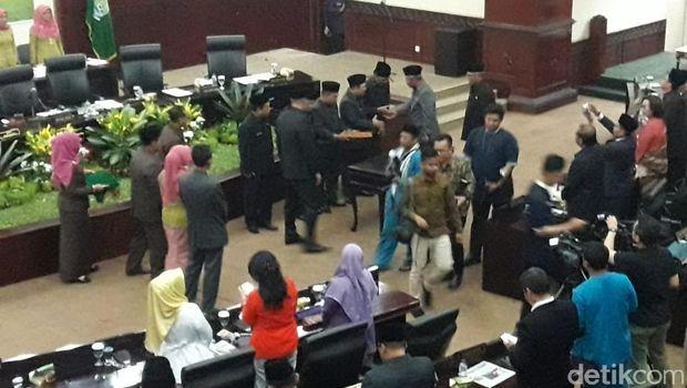 Rapat paripurna DPRD Bekasi