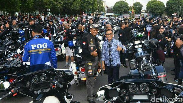 Ratusan Pengemudi Harley Davidson Dijamu Bupati Anas