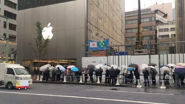 Fanboy antre iPhone baru. (Foto: Istimewa)