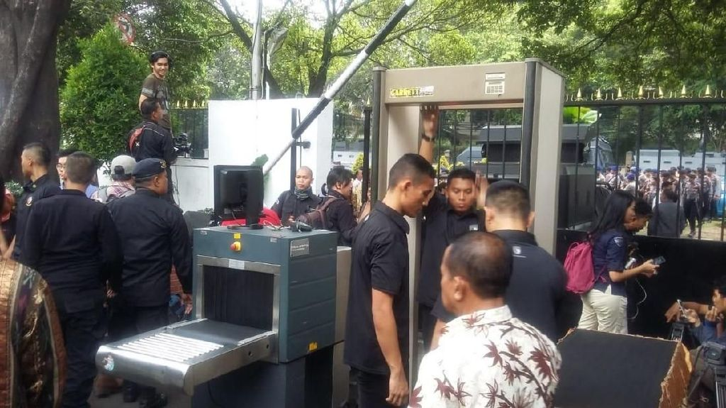 Jokowi dan Prabowo akan Masuk ke KPU dari Pintu Berbeda