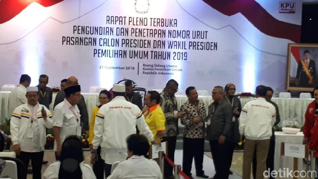 Beda Dengan KIK, Sekjen Koalisi Prabowo-Sandi Datang Bergantian
